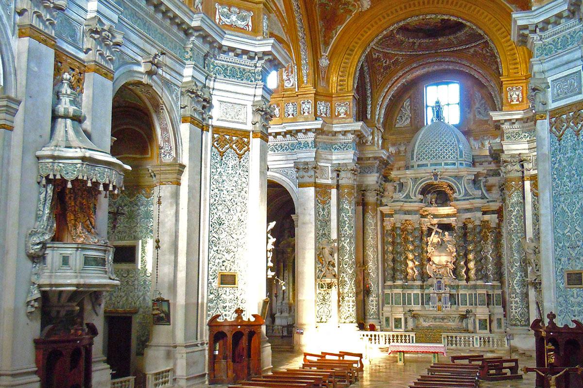 interno chiesa gesuiti